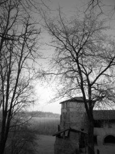 Il monastero di Torba, particolare della torre Romana. Foto dell'autore
