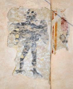 Affreschi sopravvissuti sulla facciata esterna della Pieve di S. Michele a Balocco (VC)